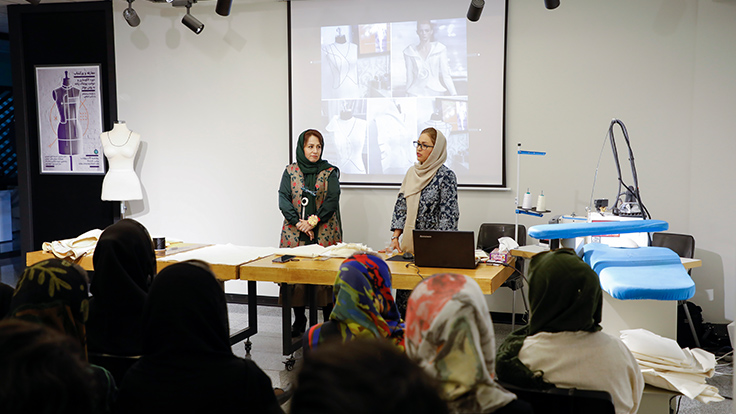 گزارش معارفه و ورکشاپ دوره «الگوسازی و دوخت پوشاک زنانه به روش مولاژ»